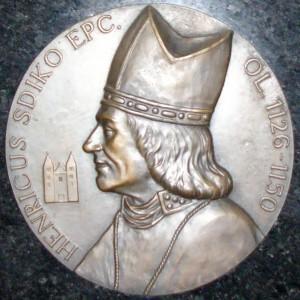 Biskup Jindřich Zdík – detail pamětní desky v Dómu sv. Václava v Olomouci